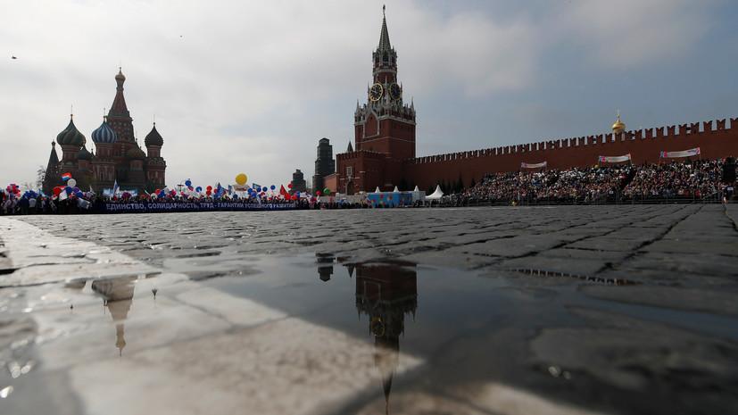 Участники первомайского шествия в Москве покинули Красную площадь