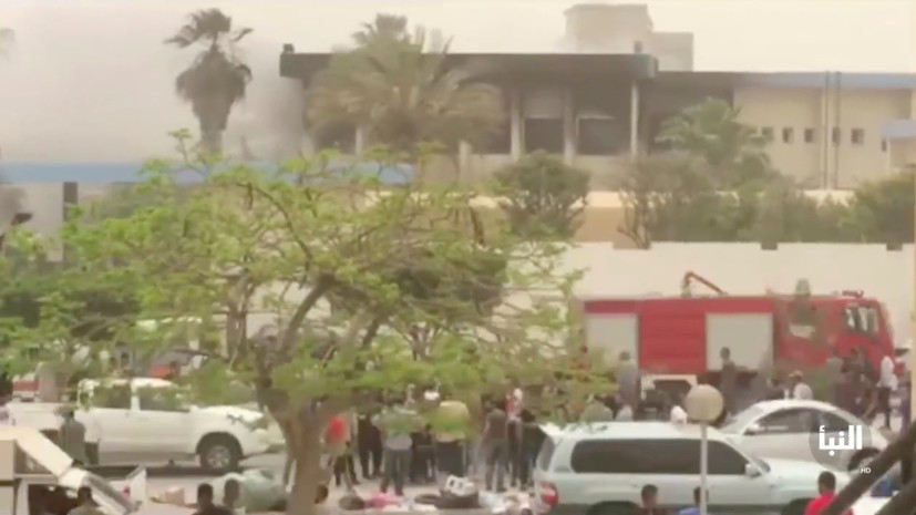 При нападении боевиков на штаб-квартиру избиркома Ливии погибли семь человек