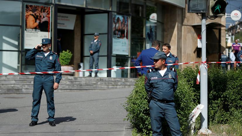 Один человек погиб при стрельбе в банке в Армении