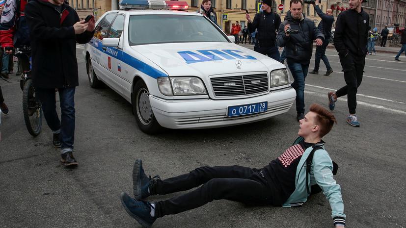 РИА Новости: в Петербурге задержаны не менее 15 участников несогласованной акции