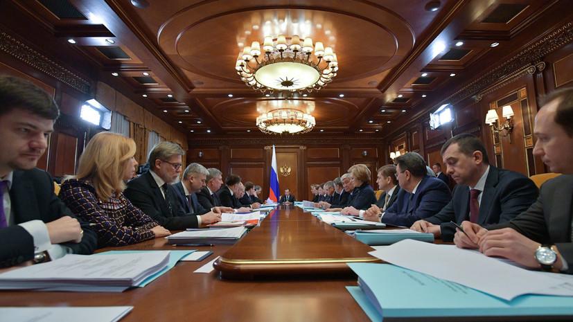 Путин поручил ушедшему в отставку правительству работать до формирования нового кабмина