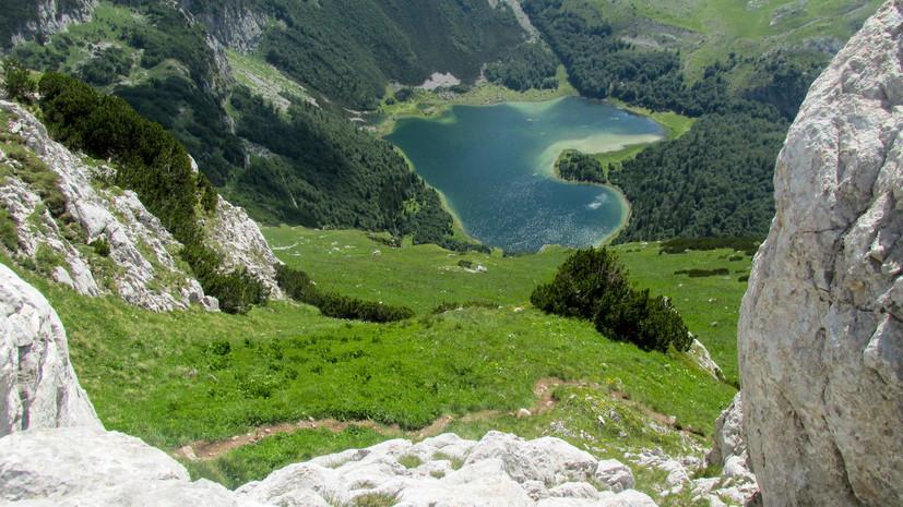 Россиянка погибла после падения со скалы в Черногории
