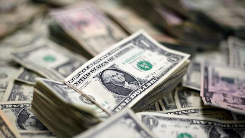Курс доллара опустился ниже 62 рублей