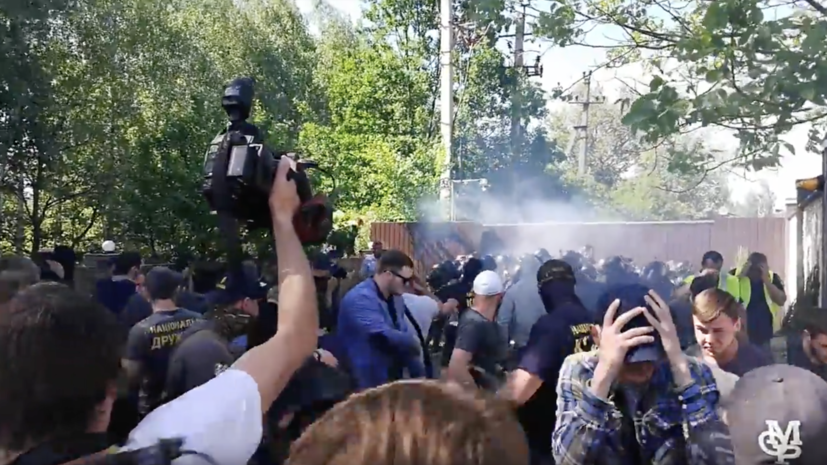 Радикалы устроили потасовку возле дома совладельца телеканала «Интер» под Киевом