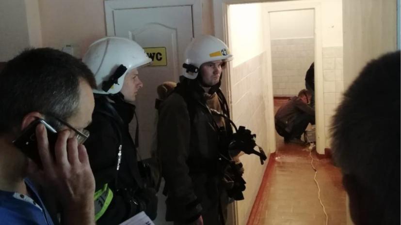 На Украине почти 700 человек эвакуировали из школы из-за распыления неизвестного вещества