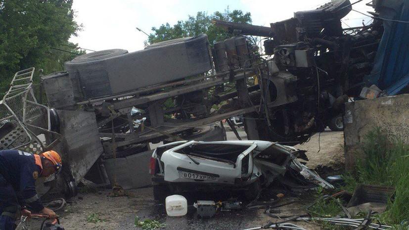 При опрокидывании бетономешалки на «Ниву» в Ставрополе погибли два человека