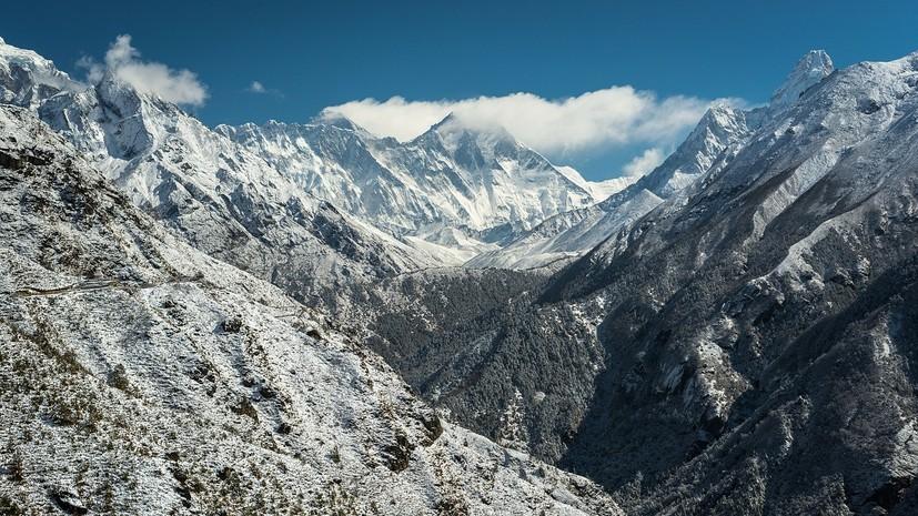 Китайский альпинист на протезах поднялся на Эверест в 70 лет