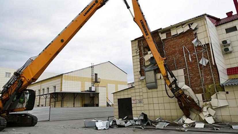 В Кемерове начали демонтировать вспомогательные здания сгоревшего ТЦ
