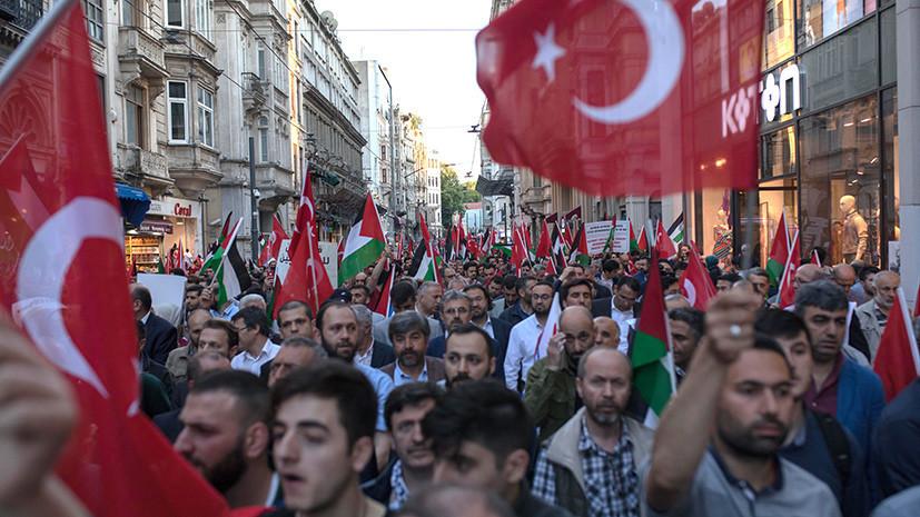 СМИ: На журналистов израильского телеканала напали в Стамбуле