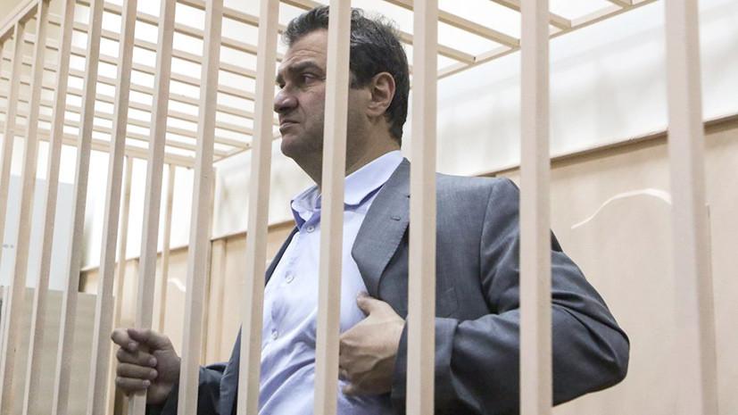 «Находясь на свободе, может скрыться»: суд арестовал экс-замминистра культуры Пирумова за хищение 450 млн рублей