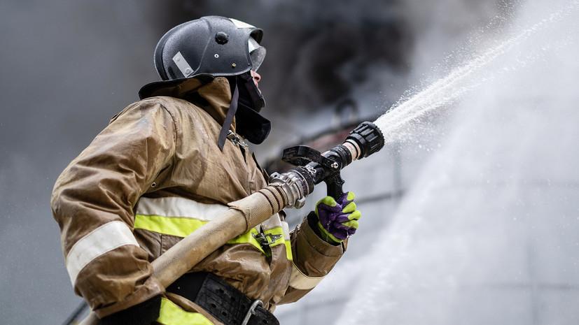 Пожар на складе продовольственных товаров в Иркутске потушен