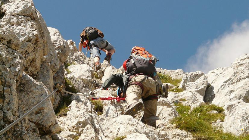 Два альпиниста погибли при попытке восхождения на Эверест