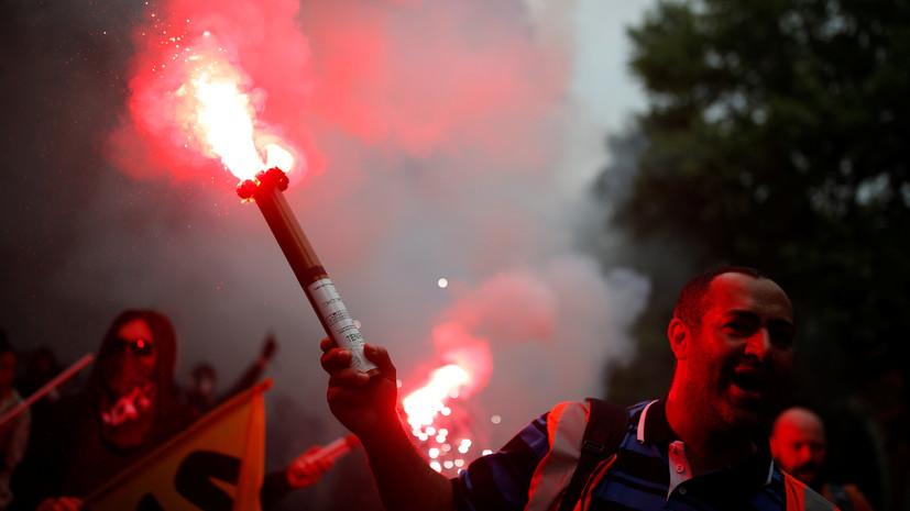 Протестующие в масках устроили беспорядки в Париже