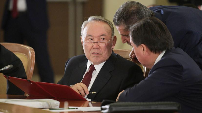 В Казахстане мажилис разрешил Назарбаеву пожизненно возглавлять Совбез страны