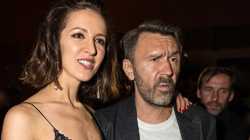 Шнуров заявил о разводе с женой