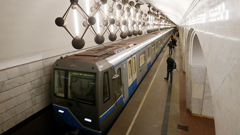 В московском метро женщина упала на рельсы