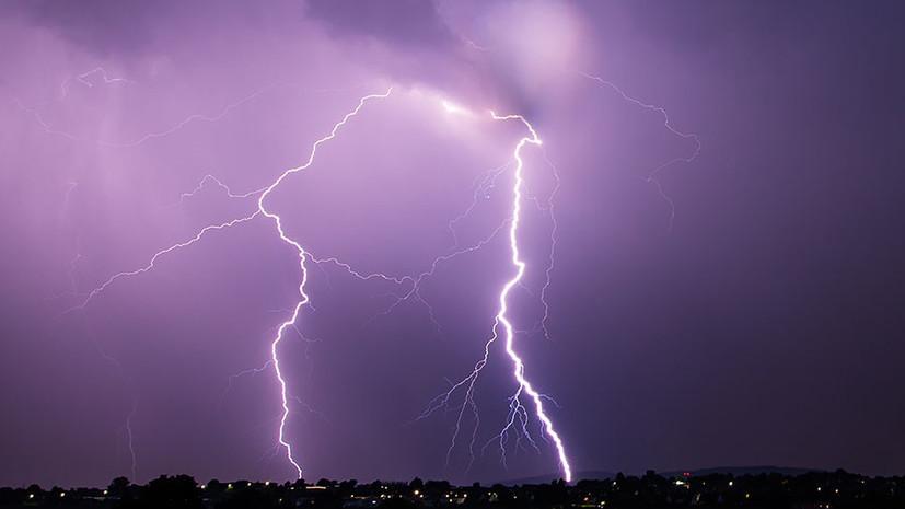 В Германии молния ударила в двух девушек, делавших селфи