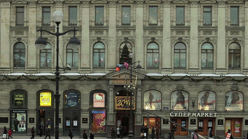 В Петербурге ликвидировали открытое горение в здании универмага «Пассаж»