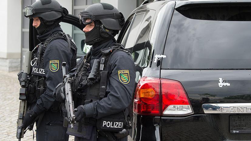 В Германии полиция застрелила напавшего с ножом на человека в поезде