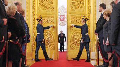 Президент РФ Владимир Путин входит в Андреевский зал Большого Кремлёвского дворца