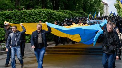 Марш участников Организации украинских националистов против акции «Бессмертный полк» в Киеве, 9 мая 2017 года