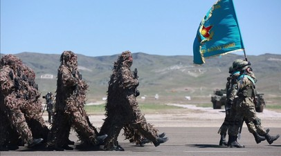 День защитника Отечества по-казахстански: страна отметила праздник военным парадом