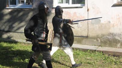 Приостановлено расследование в отношении историков-любителей, обвиняемых в изготовлении оружия