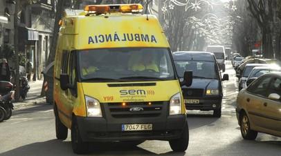 СМИ: В Барселоне 18 человек пострадали при обрушении трибуны во время интервью с Иньестой