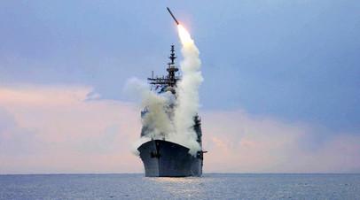 Крылатая ракета «Томагавк» во время запуска с ракетного крейсера USS Cape St. George