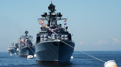 Большой противолодочный корабль «Адмирал Виноградов» в парадном строю