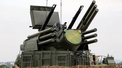 Самоходный зенитный ракетно-пушечный комплекс Панцирь-С1 на авиабазе  Хмеймим в Сирии
