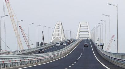 Движение по автодорожной части Крымского моста