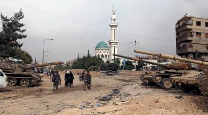 У входа в палестинский лагерь «Ярмук» на южных окраинах Дамаска