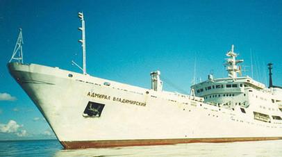 Экипаж судна «Адмирал Владимирский» возложил венки к памятнику русским морякам на Сицилии