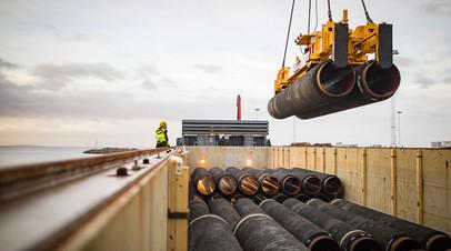 Погрузка труб в порту Мукран в Германии © nord-stream2.com