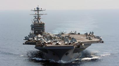 Американский авианосец USS Авраам Линкольн пересекает Индийский океан