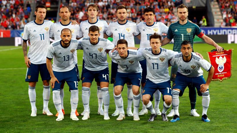 Сборная России по футболу вернулась в Москву после сбора в Австрии