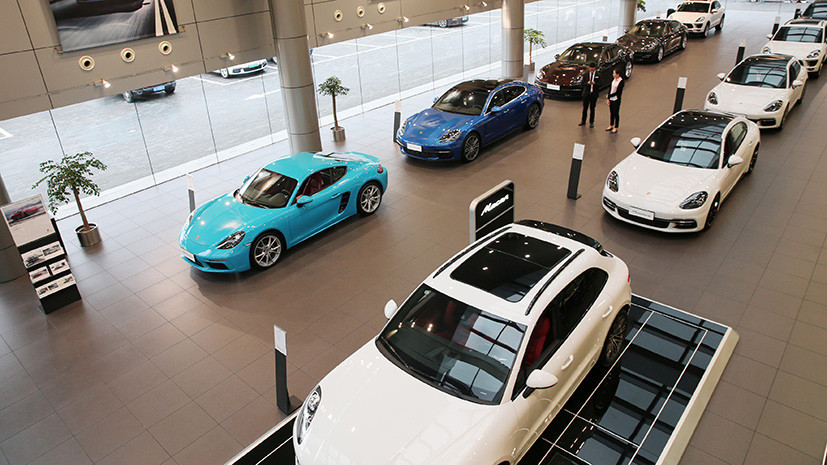 СМИ: Автоконцерн Porsche приостановил продажи автомобилей в Европе