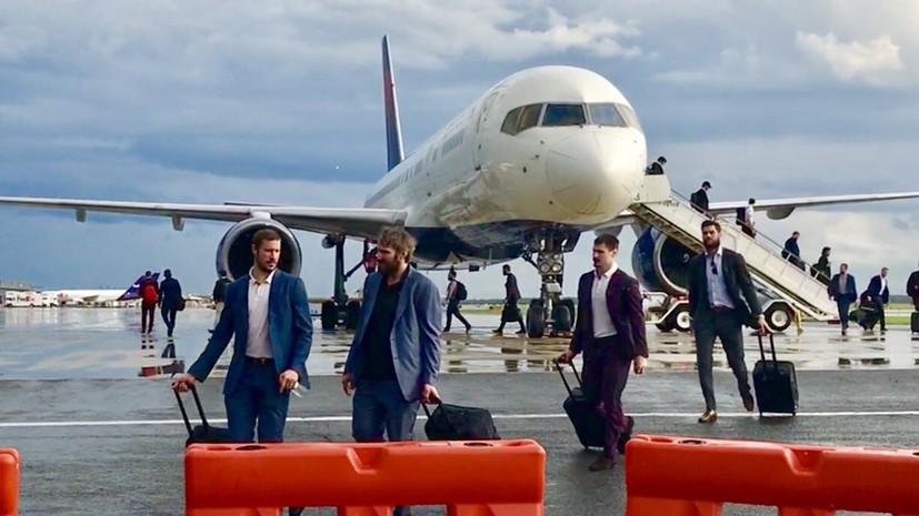 Хоккеисты «Вашингтона» два часа не могли покинуть самолёт из-за угрозы удара молнии
