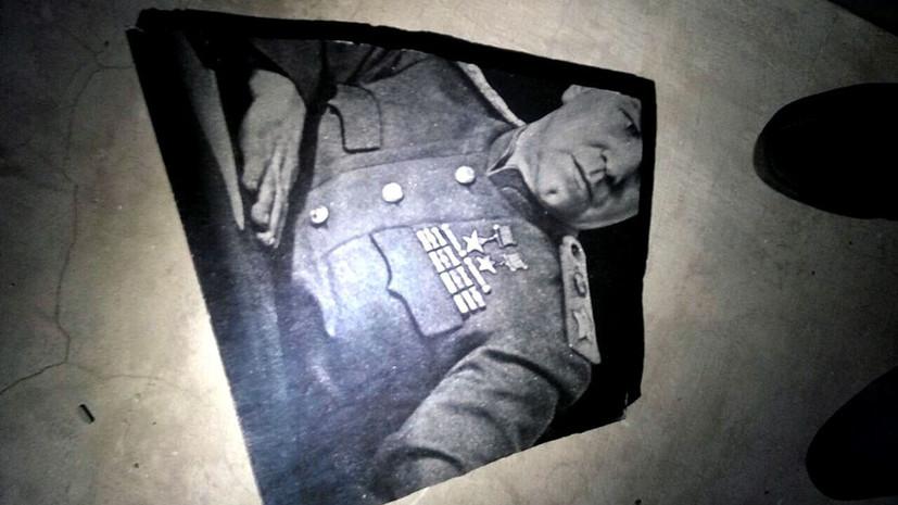 В Харькове неизвестные разбили мемориальную доску маршалу Жукову