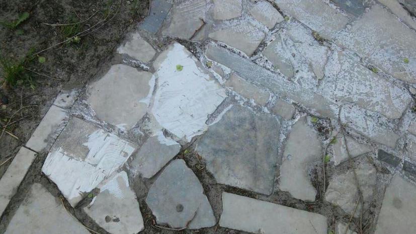 Ульяновское похоронное бюро вымостило тротуар фрагментами надгробных плит