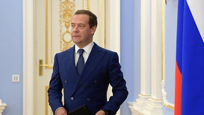 Медведеву подарили «дневник добрых дел»