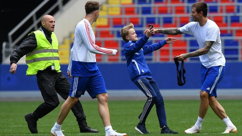 «Это наша команда, надо любить её и верить»: сборная России провела открытую тренировку