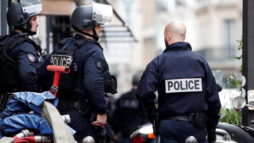 В Париже задержали взявшего в заложники людей мужчину