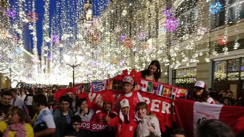 Футбольный праздник: болельщики из Аргентины и Египта устроили массовые гулянья в центре Москвы