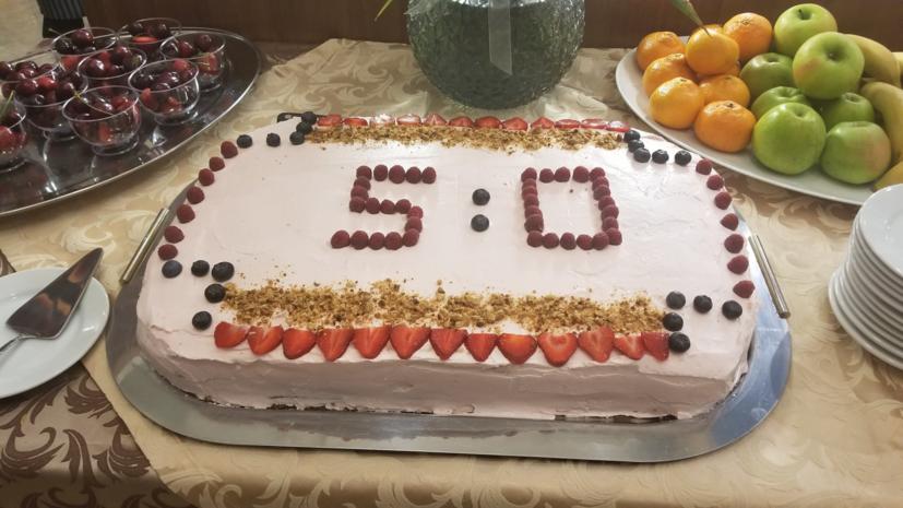Футболистам сборной России приготовили торт в честь победы над Саудовской Аравией