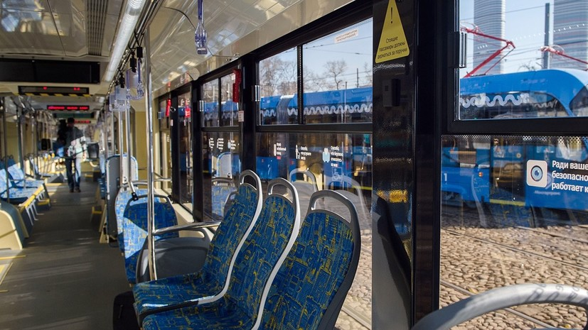 Во всех московских трамваях убрали турникеты