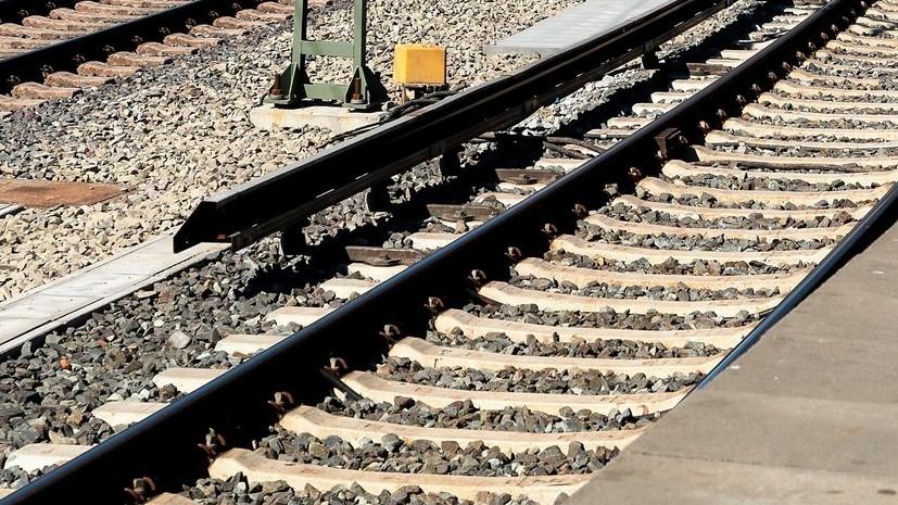 В Казахстане пассажирский поезд сошёл с рельсов