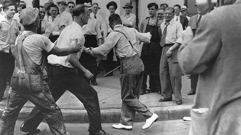 «Полиция стояла и смотрела, как их бьют»: 75 лет назад в США произошло одно из самых массовых расовых столкновений