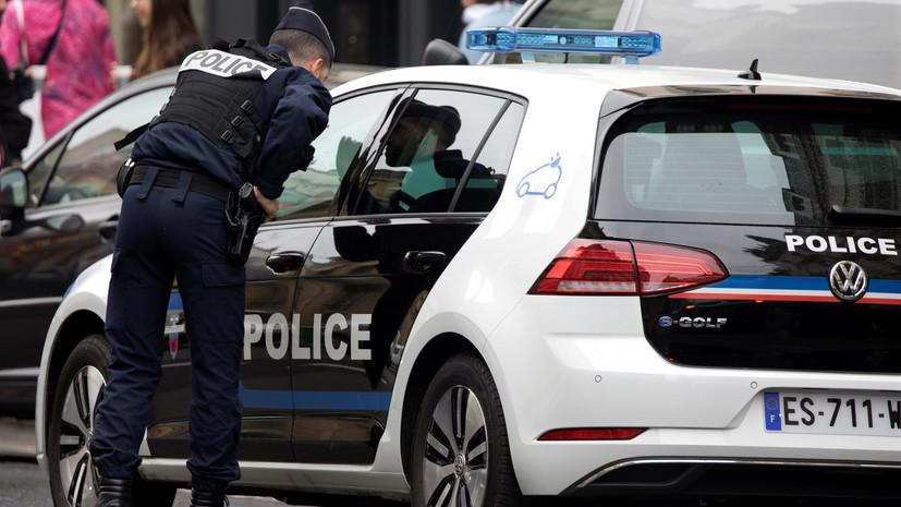 Во Франции задержали пытавшегося напасть на прохожих мужчину